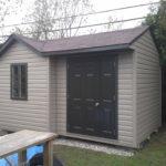 cabanon avec porte et fenêtre brun commercial